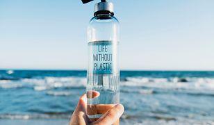 #ZielonyListopad. Dlaczego warto zamienić butelkę plastikową na szklaną?