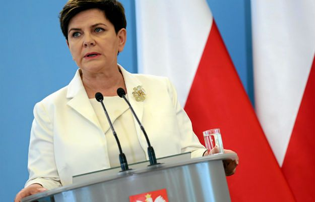 Sondaż CBOS: 41 proc. zadowolonych z premier Beaty Szydło, 42 - niezadowolonych