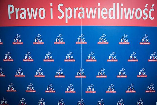 """""""Dobrowolne"""" darowizny w PiS. Za stanowiska od partii"""