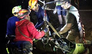 Chłopcy spędzili w zalanej jaskini Tham Luang 17 nocy
