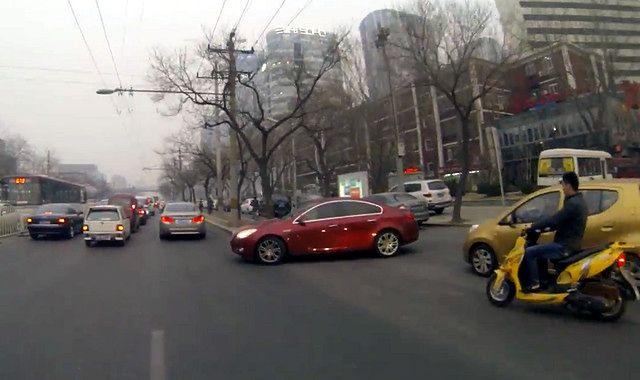 Chiny: z dróg ma zniknąć 5-6 mln starych samochodów