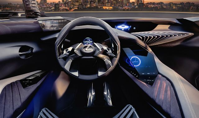 Lexus UX - Tego we wnętrzu samochodu jeszcze nie było
