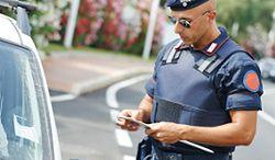 Polscy kierowcy za granicą: bardziej przestrzegają przepisów i boją się mandatów
