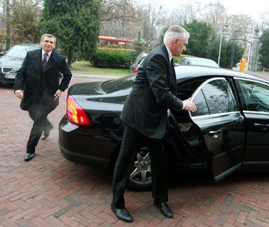 Władza kupuje auta mimo kryzysu