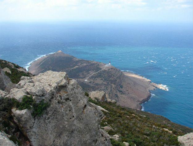 Widok na Morze Śródziemne z tunezyjskiego przylądka Ar-Ras at-Tajjib