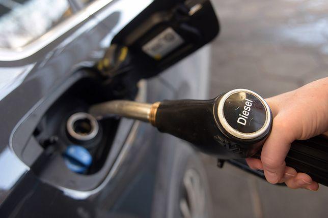 Wystarczyła chwila niepewności na rynku, by klienci wrócili do silników benzynowych, a emisja CO2 wzrosła pierwszy raz od 8 lat.