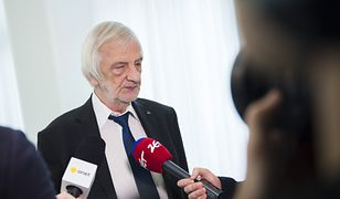 Ryszard Terlecki na konferencji prasowej potwierdził ubiegłotygodniową zapowiedź Jarosława Kaczyńskiego o obniżce pensji dla parlamentarzystów