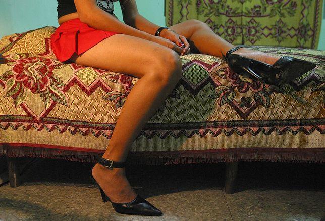 Zaletą prostytucji wyjazdowej jest mniejsze niż w kraju prawdopodobieństwo, że rodzina i bliscy kobiety się dowiedzą.