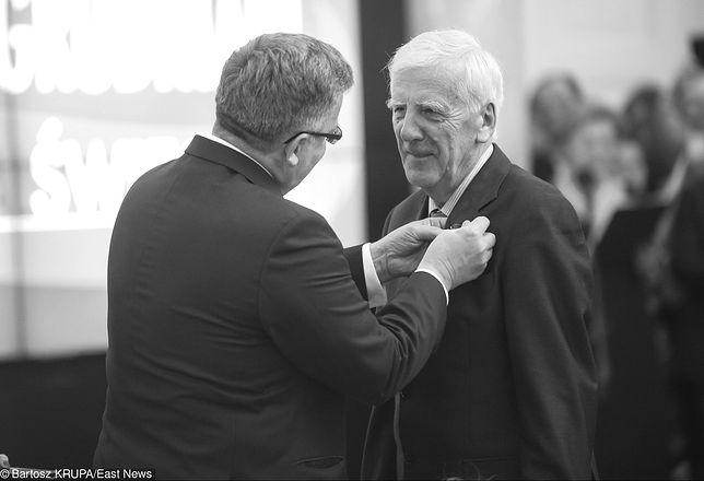 Prof. Jacek Baluch w 2014 roku, odbierający wysokie odznaczenie państwowe z rąk prezydenta Bronisława Komorowskiego
