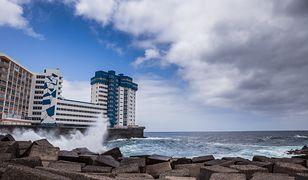 Z dwóch budynków postawionych najbliżej linii brzegowej ewakuowano turystów z 65 pokoi