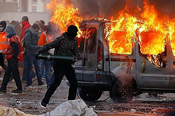 100 tys. Belgów na ulicach Brukseli przeciw planom oszczędnościowym
