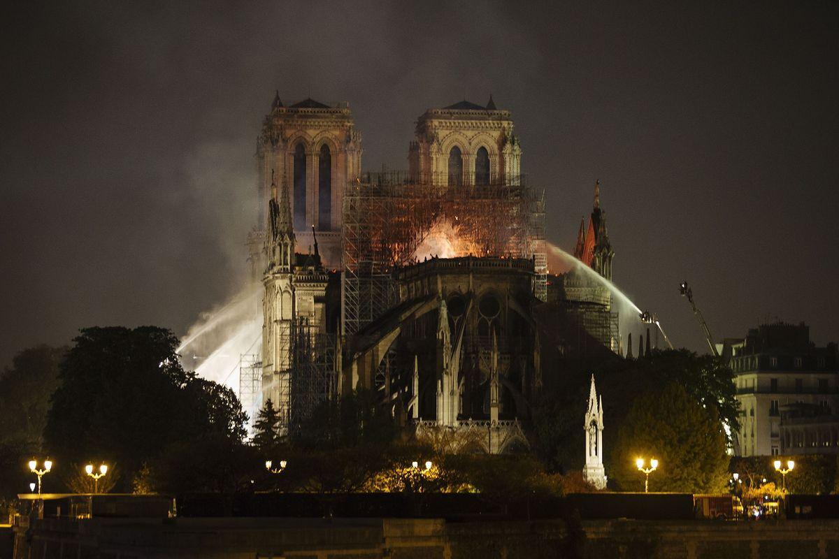 Katedra Notre Dame. Utajniono raport, w którym ostrzegano przed ryzykiem pożaru