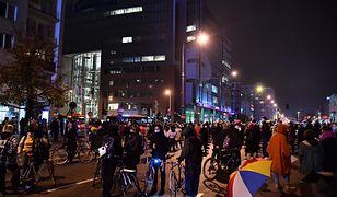 Strajk kobiet w Warszawie. Poniedziałkowe protesty policja oceniła jako dotychczas najspokojniejsze