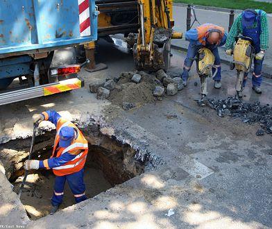 Rzeszów. Awaria wodociągu. Całkowicie nieprzejezdna ulica (zdjęcie ilustracyjne)