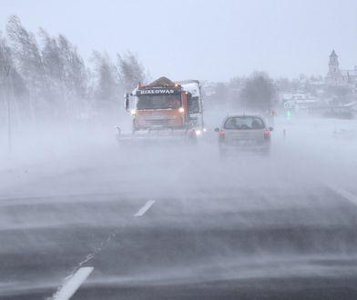 Bardzo trudne warunki drogowe w całym kraju. IMGW ostrzega