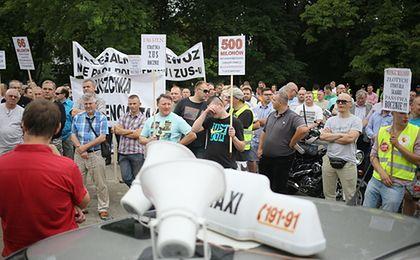 """Taksówkarze mówią """"dość"""": Skończmy z nielegalnymi przewoźnikami!"""