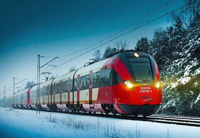 Warszawa. Kierownicy pociągu spotykają się codziennie w pracy z setkami pasażerów. Niektórzy z nich nawet nie zasłaniają ust i nosa maseczkami. Ci pracownicy powinni być zaszczepieni w I etapie