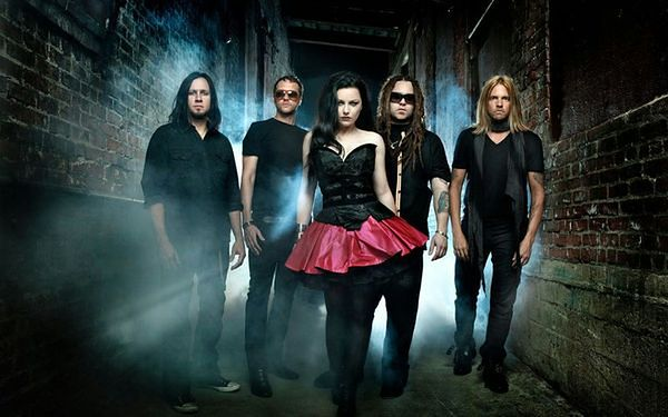 Wokalistka Evanescence debiutuje solo