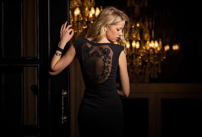 Pod sukienkę z odkrytymi ramionami warto wybierać biustonosze samonośne