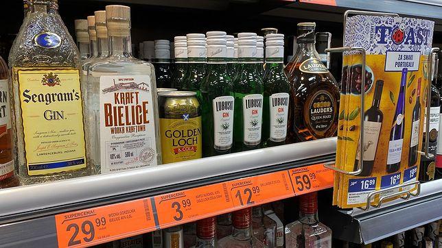 Sklepy najczęściej promują alkohol w woj. mazowieckim. Stawiają głównie na mocne trunki
