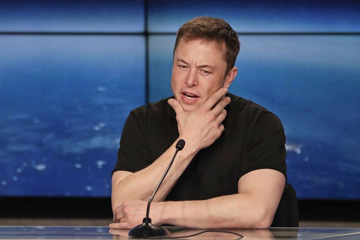 Elon Musk zanim coś napisze, musi to pokazać prawnikowi