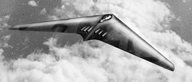 Projekt niemieckiego bombowca dalekiego zasięgu HO XVIII, przedstawiony przez braci Horten. Maszyna miała służyć Luftwaffe do przeprowadzania nalotów na terytorium USA