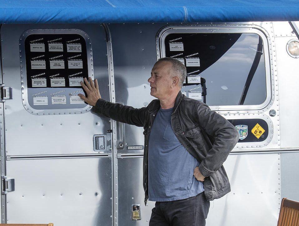 """Tom Hanks lubi """"małe Fiaty"""" i duże przyczepy kempingowe"""