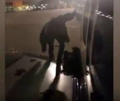 Polak wyszedł na skrzydło samolotu, bo miał problemy z oddychaniem