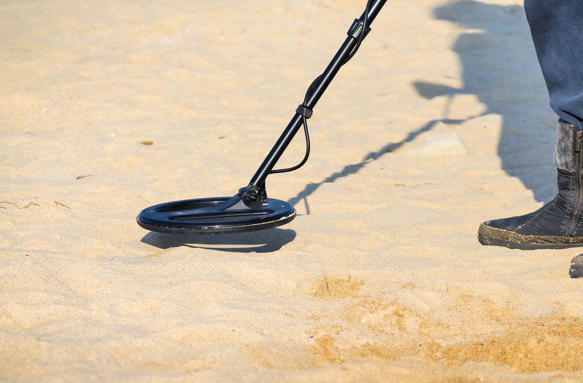 Poszukiwacz skarbów na plaży