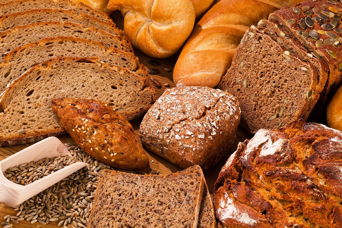 Kromka chleba - kalorie. Ile kalorii ma chleb pszenny, ile żytni, a ile graham?