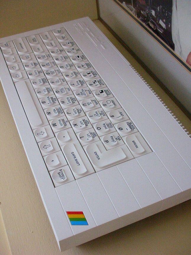 Biały ZX Spectrum +. Zdjęcie z kolekcji Ricka Dickinsona.