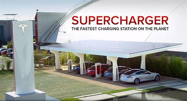Stacja Tesla Supercharfer umożliwia naładowanie akumulatorów modelu S w 40 minut do 80%, a w 75 minut do 100%.