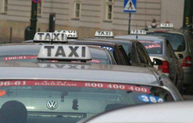 Taxi czy Uber? W Krakowie na dobre rozpoczęła się batalia o klienta