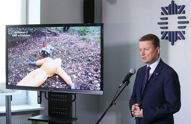 Mariusz Błaszczak na konferencji, podczas której przedstawione zostały najnowsze informacje w sprawie Iwony Cygan