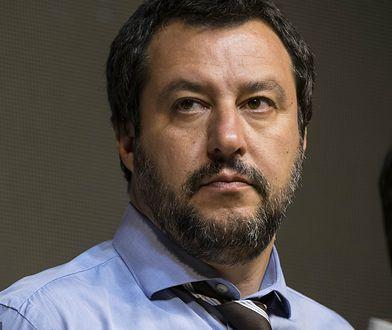 Matteo Salvini realizuje swoje przedwyborcze obietnice dotyczące ograniczenia napływu migrantów do Włoch