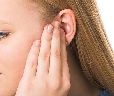 Pojawiająca się w uchu woskowina jest normalną substancją