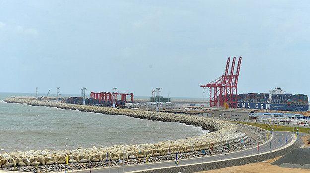 Chiński terminal dla kontenerowców w Kolombo; 2013 r.
