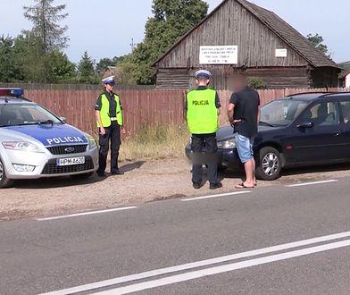 Zatrzymany przez policję kierowca miał w dowodzie rejestracyjnym niespodziankę. Mandat to nie koniec zmartwień
