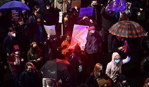 """Strajk kobiet. Wrocław. Uniwersytet zwraca się do protestujących studentów. """"Jesteśmy z Wami i dla Was"""""""