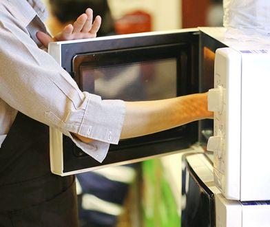 Jak wyczyścić mikrofalówkę? Domowe sposoby