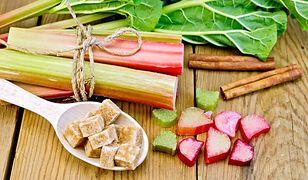 Słodko-kwaśny deser z rabarbaru