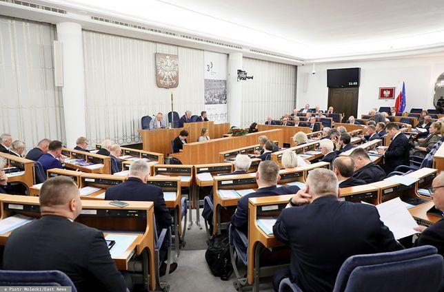 Senat. Andrzej Duda przemawia w przerwie obrad