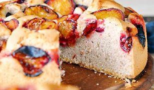 Proste i domowe ciasto ze śliwkami. Wspaniale pachnie, a smakuje jeszcze lepiej