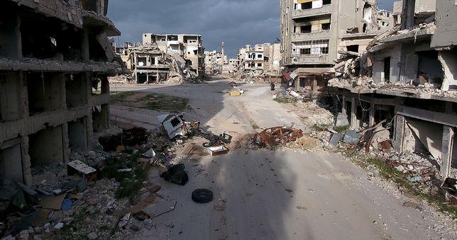 Filmowanie bądź robienie zdjęć dozwolone jest wyłącznie po uzyskaniu zgody przez syryjskie władze
