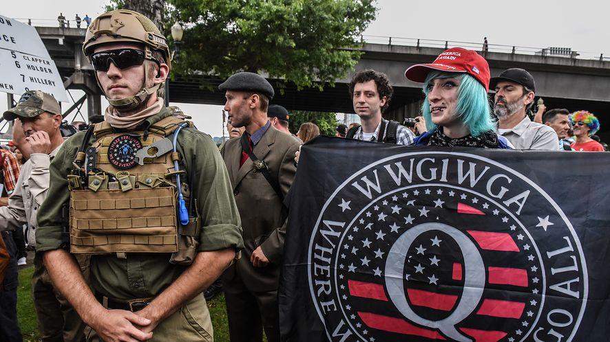 członkowie ruchu QAnon, fot. Stephanie Keith / Stringer