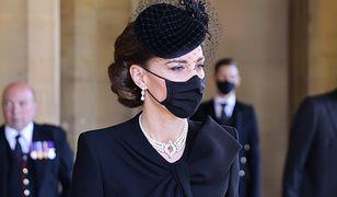 Księżna Kate pocieszała księcia Karola. Wzruszający gest