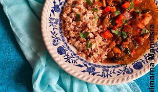 Gulasz z warzywami i soczewicą. Podaj z ryżem i kaszą