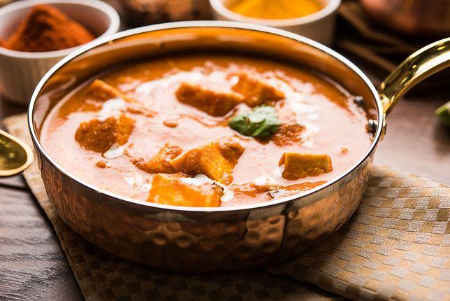 Najważniejszym składnikiem przysmaku jest kostka twardego tofu