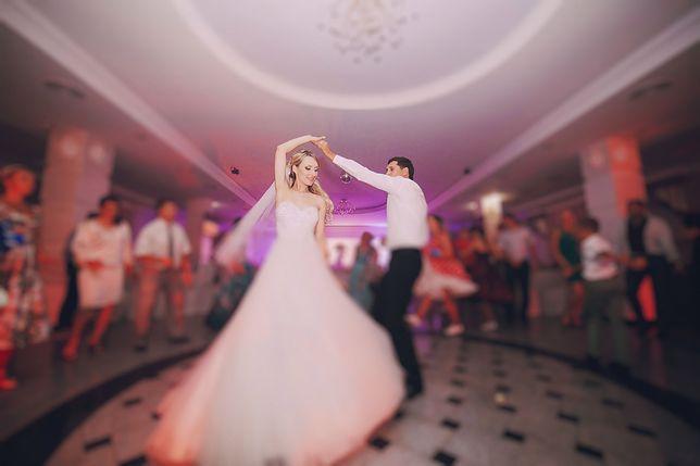 Trudno wyobrazić sobie większe ślubne faux pas niż pojawienie się na weselu w białej sukni, gdy nie jesteś panną młodą