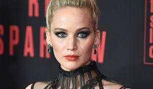 Jennifer Lawrence w oszałamiającej kreacji na premierze. Co za dekolt!